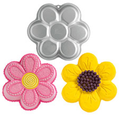 Wilton Dancing Daisy Flower Pan