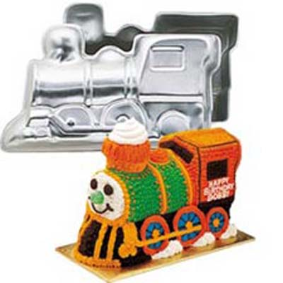 3-D Choo- Choo Train Pan Set