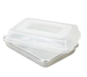 Nordic Ware Commercial 9-in x 13-in Cake Pan With Lid