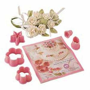 Wilton Stepsaving Rose Bouquets Flower Cutter Set